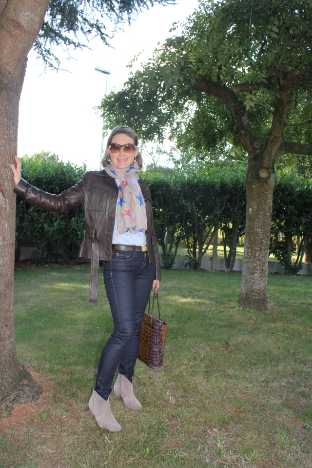 Leather jacket by Marrakech Cuir - Shirt by Zara - Belt by Vuitton - Jean by Sud Express - Boots by Ash - Bag by Kenzo - Sunglasses by Gucci
