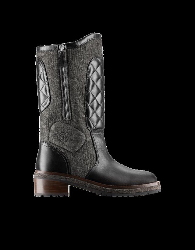 De la boots semi-plate bi-matière chez Chanel (1 550 )