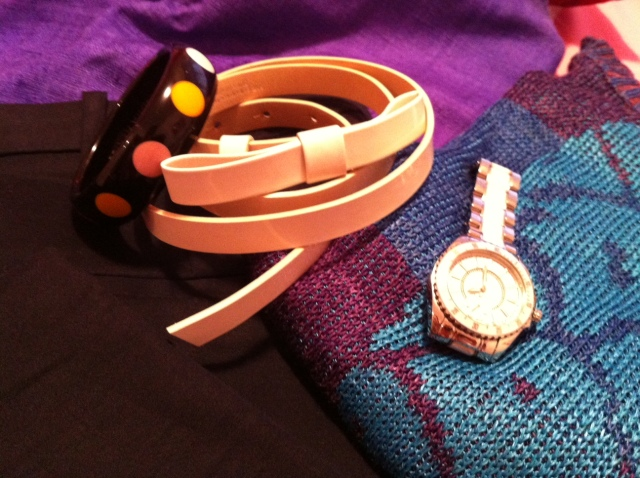 Top Georges Rech, Pull Chacok, Ceinture Tara Jarmon, Bracelet Sonia Rykiel, Montre Guess