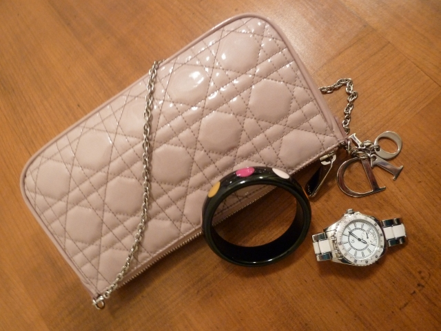Sac Dior, Montre Guess, Bracelet Sonia Rykiel