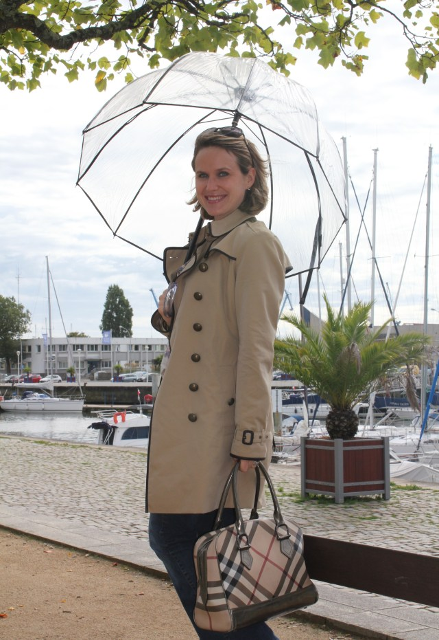Parapluie by XXX Trench & sac by Burberry