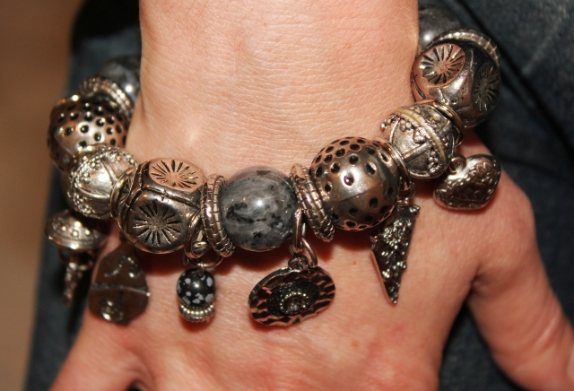 Détail bracelet fantaisie